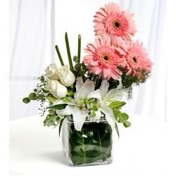 Zarafetin Büyüsü Güller ve Lilyumlar